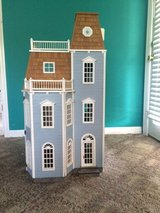 1:24 Miniature Doll House With Dolls & Furniature in Murfreesboro, Tennessee