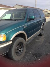 97 Green Ford  expedition in Barstow, California