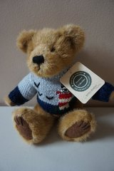 "Boyds Bears & Firends ""Kevin G. Bearsley"" in Naperville, Illinois"