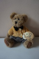 "Boyds Bears & Friends ""Matthew H. Bear"" in Naperville, Illinois"