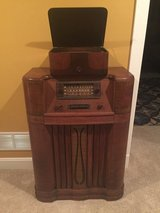 GE Antique Radio & Antique Record Player in Elizabethtown, Kentucky
