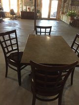 Table and 4chairs in Bolingbrook, Illinois