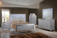 NEW! VALENTINO UPSCALE COLLECTION LED LIT BED SET! in Vista, California