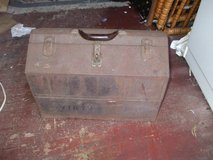 VINTAGE KENNEDY TOOL BOX W/TOOLS (PICKUP) in Perry, Georgia