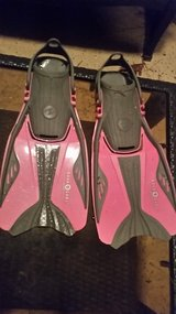 Aqua Lung Girls Flippers (fits approx ages 7-10) in Houston, Texas