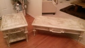 Coffee table set in Glendale Heights, Illinois