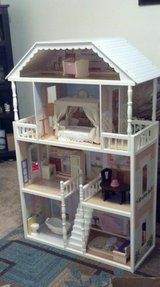Kidscraft Savannah Dollhouse Like New Condition in Camp Lejeune, North Carolina