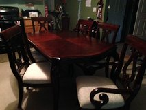 Dining Table 2/leafs and 6 Chairs in Baytown, Texas