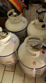 4 gas grill/ propane tanks- PCS must sell in Ramstein, Germany