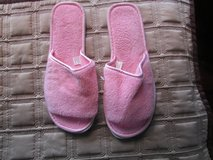 Pink Slippers Size L 9/10 in Chicago, Illinois