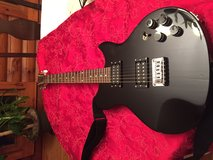 ELECTRIC GUITAR (Washburn) black guitar in great shape in bookoo, US