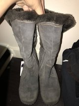 ST JOHNS BAY FAUX FUR LINING BOOTS SIZE 7M in Colorado Springs, Colorado