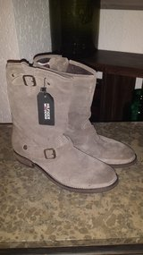 Tommy Hilfiger Boots new with tag leather in Ramstein, Germany