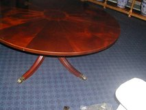 BAKER FURNITURE CLASSIC MAHOGANY ROUND COFFEE TABLE in Bartlett, Illinois