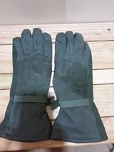 New Extra large Gore-Tex gloves in Okinawa, Japan