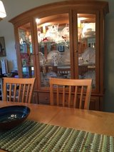 BEAUTIFUL DINING ROOM SET WITH HUTCH! in Bolingbrook, Illinois