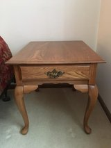 Traditional oak end tables (set of 2) in Bolingbrook, Illinois