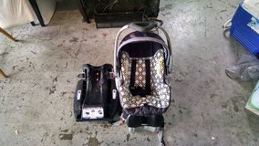 Infant Car Seat w/ 2 car bases and stroller. in Travis AFB, California