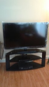 GREAT 42 inch SAMSUNG TV w/ TV stand in Fairfield, California