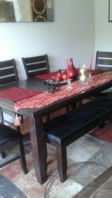 Dining table & chairs in Vacaville, California