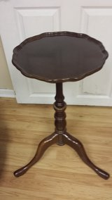 Bombay Company cherry accent pedestal side table in Batavia, Illinois