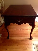 2 End Tables - Excellent condition in Warner Robins, Georgia
