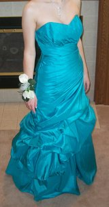 Turquoise Prom Dress - size 7/8 in Peoria, Illinois