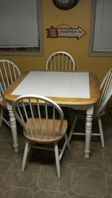 Kitchen table and 4 chairs in Warner Robins, Georgia