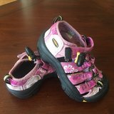 Size 8 Toddler Girl Keen Water Shoes in Chicago, Illinois