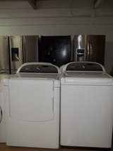 WHIRLPOOL CABRIO PLATINUM WASHER & DRYER SET; WHITE in Lumberton, North Carolina
