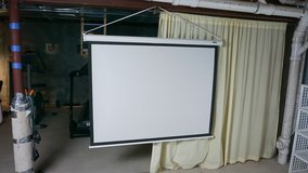 4:3 Daylite Projection screen. In excellent condition in Aurora, Illinois