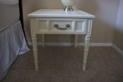 2 white nightstands in San Clemente, California