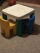 Kids table & chairs in Aurora, Illinois