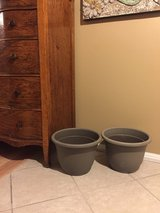 "13"" Plastic Pot Planters ~pair in Naperville, Illinois"