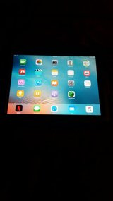 Ipad 2 64 gigs With New Hard case in Mint Condition! in Fort Bliss, Texas