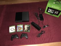 Xbox One w/ extra rechargeable controller/3 games/kinect in Travis AFB, California