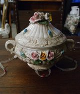 beautiful Capo Di Monte style pot with flowers and lid in Spangdahlem, Germany