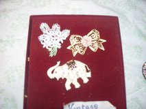 ANTIQUE BROOCHES/ IVORY ELEPHANT/ FLOWER BOQUET/ PERFECT in Morris, Illinois