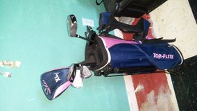 Kids Youth Girls Golf bag with clubs never used in Beaufort, South Carolina