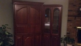 Entertainment HDTV 32 inches and two glasses shelves cabinets in Lockport, Illinois