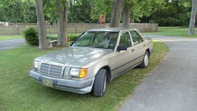 1989 MERCEDES 300 E VEHICLE FOR SALE !! NICE ! in Cherry Point, North Carolina
