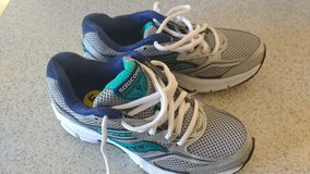 Saucony Cohesion 9 (kids) size 5 in Camp Lejeune, North Carolina