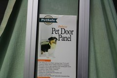 PETSAFE SLIDING GLASS DOOR (SMALL)  NEW (OBO) in Fort Campbell, Kentucky