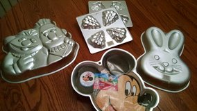 Wilton cake pans. Mickey, Bert & Ernie & more in Lockport, Illinois
