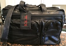 Tumi Black Leather Briefcase, Shoulder Laptop Bag, Portfolio Messenger, Bag, Organizer in Beaufort, South Carolina