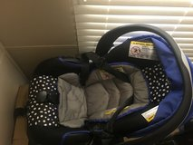 Car seat comes with base in Leesville, Louisiana