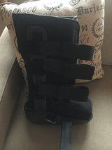 Medical walking boot size 10 in Chicago, Illinois