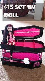 Monster High Draculaura Coffin Bed w/ Doll in Naperville, Illinois