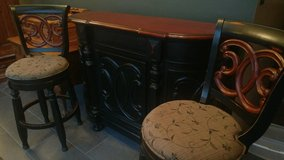 Gorgeous Bar and 2 barstools in Alamogordo, New Mexico