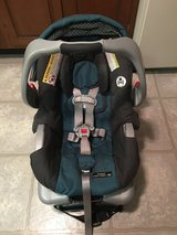 Graco Snugride Classic Connect 30 Infant Car Seat with Base in Chicago, Illinois
